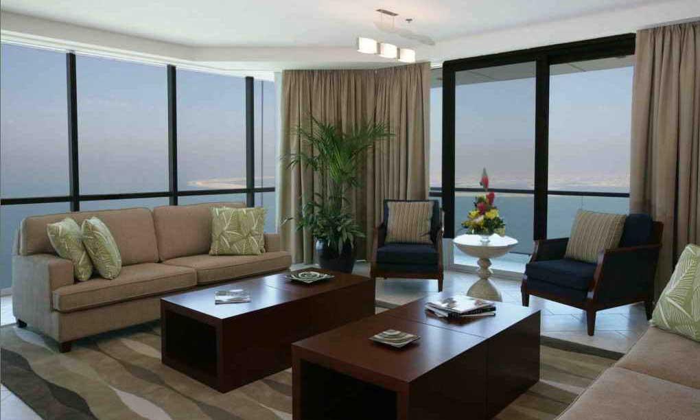 Dubai, Oasis beach tower hotel